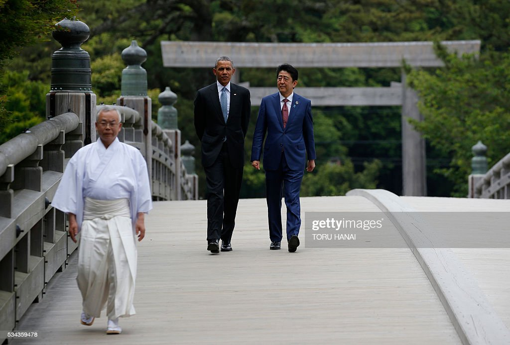 US President Barack Obama (C) and Japan's Prime Minister Shinzo Abe (R) speak as they visit Ise-Jingu Shrine in the city of Ise in Mie prefecture, on May 26, 2016, on the first day of the G7 leaders summit. World leaders kick off two days of G7 talks in Japan on May 26 with the creaky global economy, terrorism, refugees, China's controversial maritime claims, and a possible Brexit headlining their packed agenda. / AFP / POOL / TORU