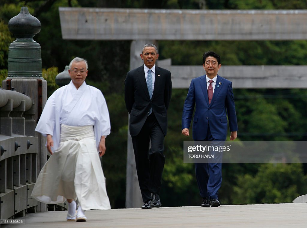 US President Barack Obama (C) and Japan's Prime Minister Shinzo Abe speak as they visit Ise-Jingu Shrine in the city of Ise in Mie prefecture, on May 26, 2016, on the first day of the G7 leaders summit. World leaders kick off two days of G7 talks in Japan on May 26 with the creaky global economy, terrorism, refugees, China's controversial maritime claims, and a possible Brexit headlining their packed agenda. / AFP / POOL / TORU
