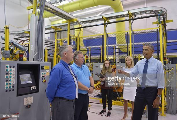 US President Barack Obama and Jill Biden the wife of Vice President Joe Biden tour the Michigan Technical Education Center at Macomb Community...