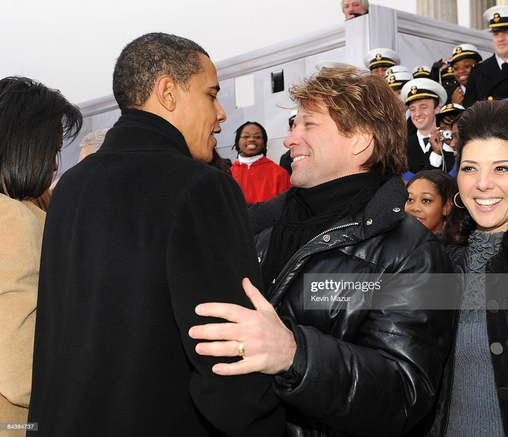 photos et images de the kids inaugural we are the future concert exclusive president barack obama and jon bon jovi backstage at ogravewe are one