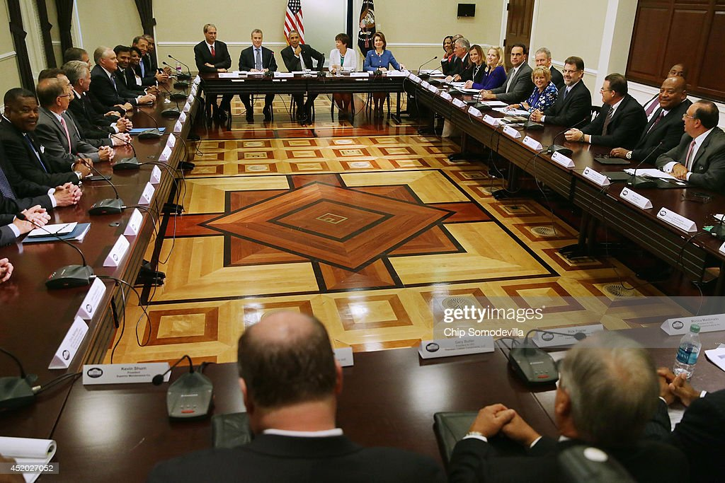S President Barack Obama and members of his economic team meet with more than 40 company executives and their small business suppliers in the...