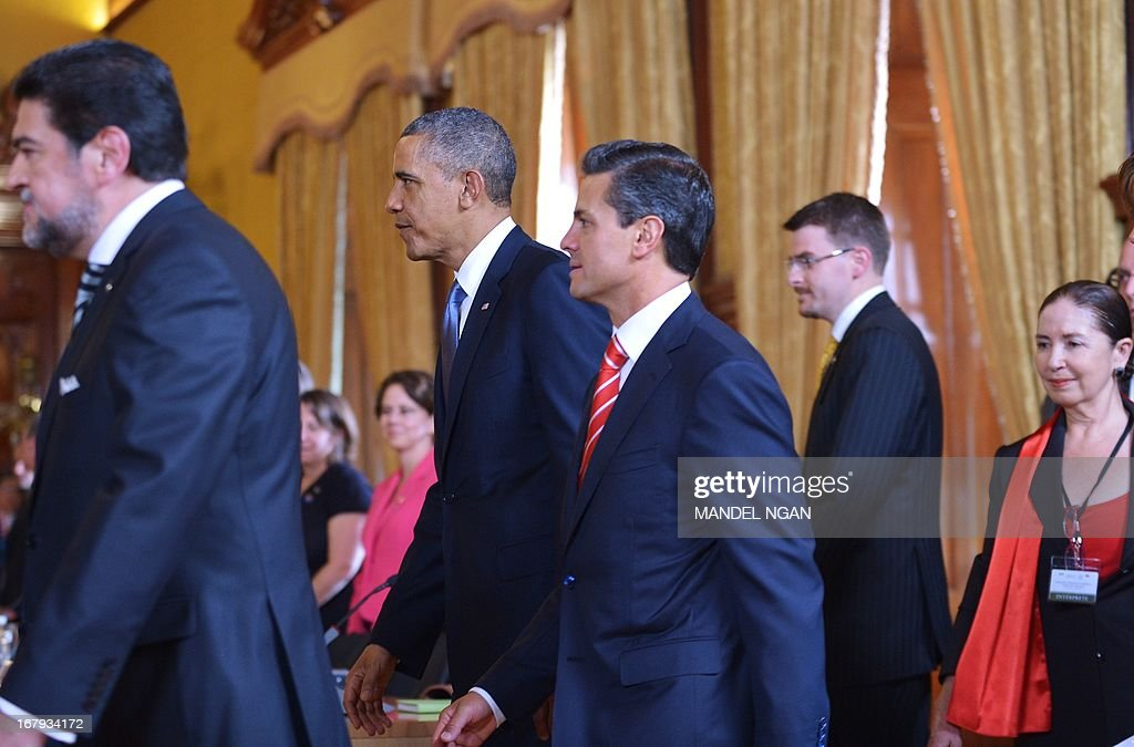 US President Barack Obama (2-L) and Mexican President Enrique Pena Nieto (3-L) make their way to their seats for a bilateral meeting on May 2, 2013 at the Palacio Nacional in Mexico City. Obama landed in Mexico on Thursday at the start of a three-day trip that will also take him to Costa Rica, with trade, US immigration reform and the drug war high on the agenda. The runways of Mexico City's international airport closed for half an hour to let Air Force One land, and Obama was scheduled to head to the historic National Palace downtown for talks with Mexican President Enrique Pena Nieto. AFP PHOTO / Mandel NGAN