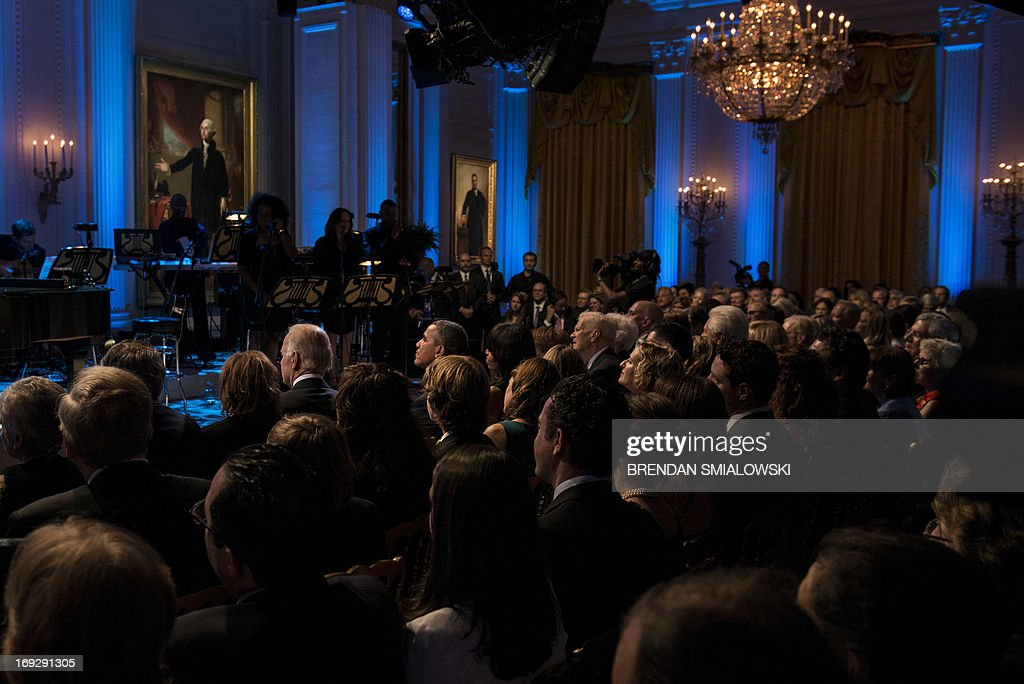 US President Barack Obama and others listen during the Gershwin Prize Concert in the East Room of the White House May 22, 2013 in Washington, DC. The Obamas hosted the performance to honor singer and song writer Carole King's Gershwin Prize. AFP PHOTO/Brendan SMIALOWSKI