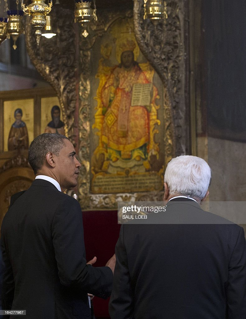 US President Barack Obama (C) and Palestinian president Mahmud Abbas tour the Church of the Nativity, built on the site where tradition says Jesus was born, in the West Bank city of Bethlehem, on March 22, 2013, on the final day of Obama's 3-day trip to Israel and the Palestinian territories. AFP PHOTO / Saul LOEB