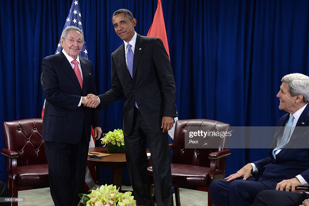 U.S. President <a gi-track='captionPersonalityLinkClicked' href=/galleries/search?phrase=Barack+Obama&family=editorial&specificpeople=203260 ng-click='$event.stopPropagation()'>Barack Obama</a> (C) and President Raul Castro (L) of Cuba shake hands as Secretary of State <a gi-track='captionPersonalityLinkClicked' href=/galleries/search?phrase=John+Kerry&family=editorial&specificpeople=154885 ng-click='$event.stopPropagation()'>John Kerry</a> (R) looks on during a bilateral meeting at the United Nations Headquarters on September 29, 2015 in New York City. Castro and Obama are in New York City to attend the 70th anniversary general assembly meetings.