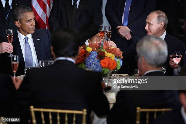 US President Barack Obama and Russian President Valdimir Putin toast during a luncheon hosted by United Nations SecretaryGeneral Ban Kimoon during...