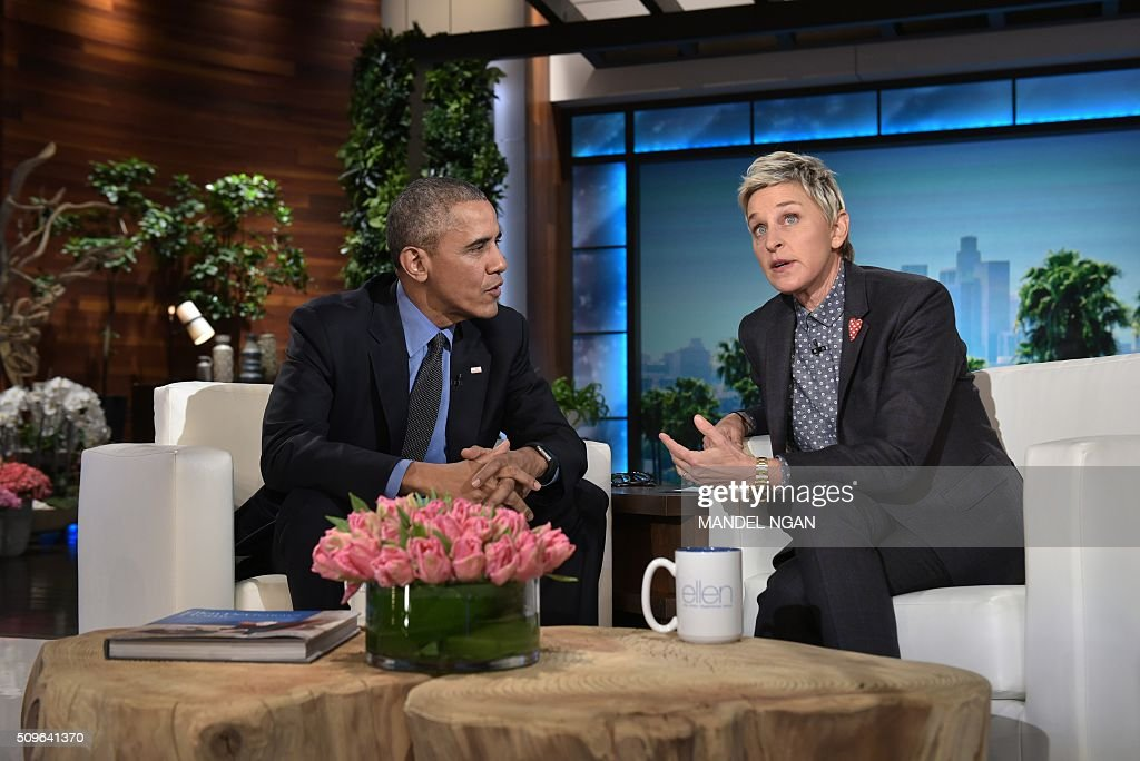 US President Barack Obama and talk show host Ellen DeGeneres speak during a break in the taping of The Ellen DeGeneres show at Warner Brothers Studios in Burbank, California on February 11, 2016. / AFP / MANDEL NGAN