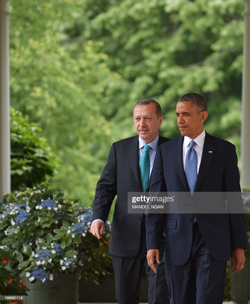 US President Barack Obama and Turkish Prime Minister Recep Tayyip Erdogan make their way through the Colonnade for a joint press conference in the Rose Garden of the White House on May 16, 2013 in Washington, DC. AFP PHOTO/Mandel NGAN