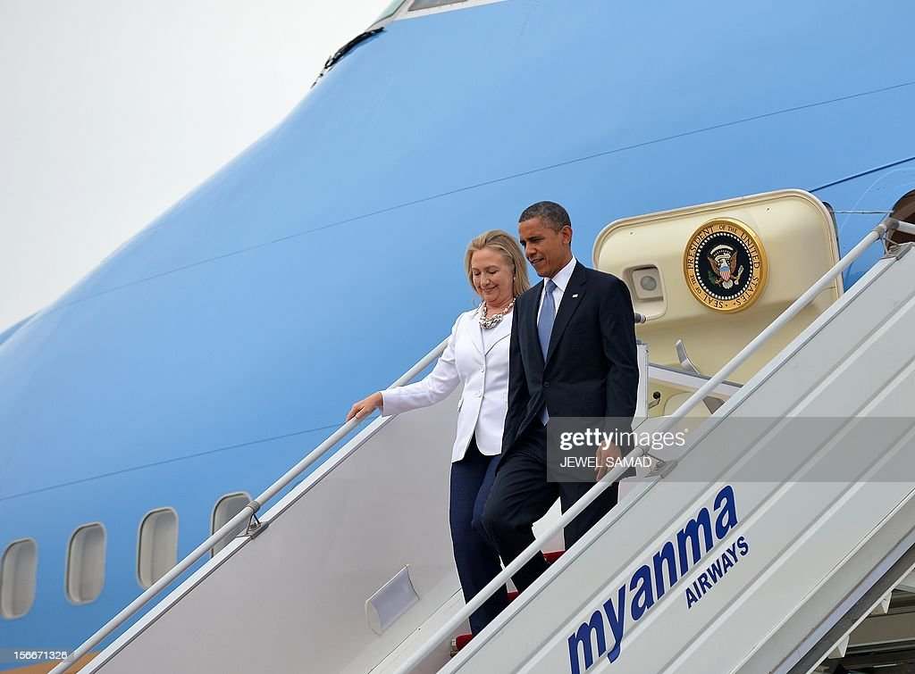 US President Barack Obama (R) and US Secretary of State Hillary Clinton disembark from Air Force One upon their arrival at Yangon International Airport in Yangon on November 19, 2012. Obama arrived in Myanmar for a historic visit aimed at encouraging a string of dramatic political reforms in the former pariah state. AFP PHOTO / Jewel Samad