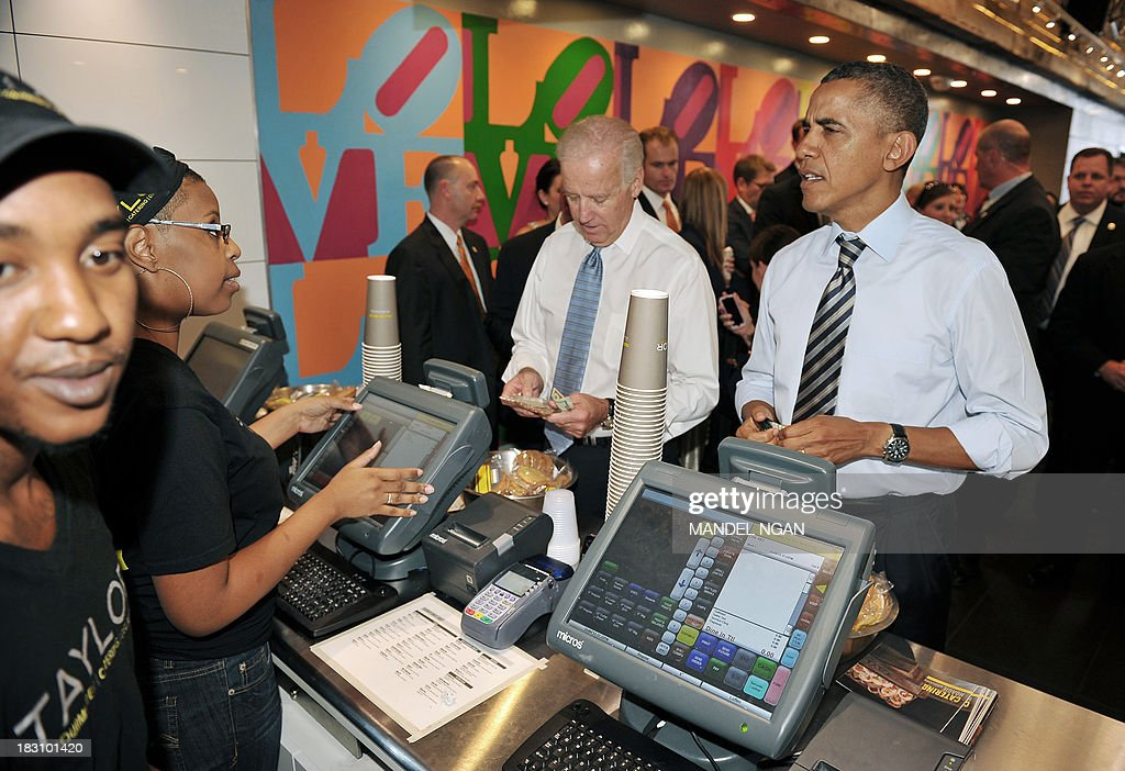 US President Barack Obama and Vice President Joe Biden order lunch at Taylor Gourmet Deli on Pennsylvania Ave in Washington, DC on October 4, 2013. Obama walked over to the deli with US Vice President Joe Biden and ordered sandwiches to go. AFP PHOTO/Mandel NGAN