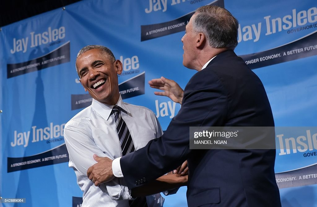 US President Barack Obama and Washington Governor Jay Inslee (R) laugh after Obama spoke at his fundraiser at the Washington State Convention Center in Seattle, Washington on June 24, 2016. / AFP / MANDEL