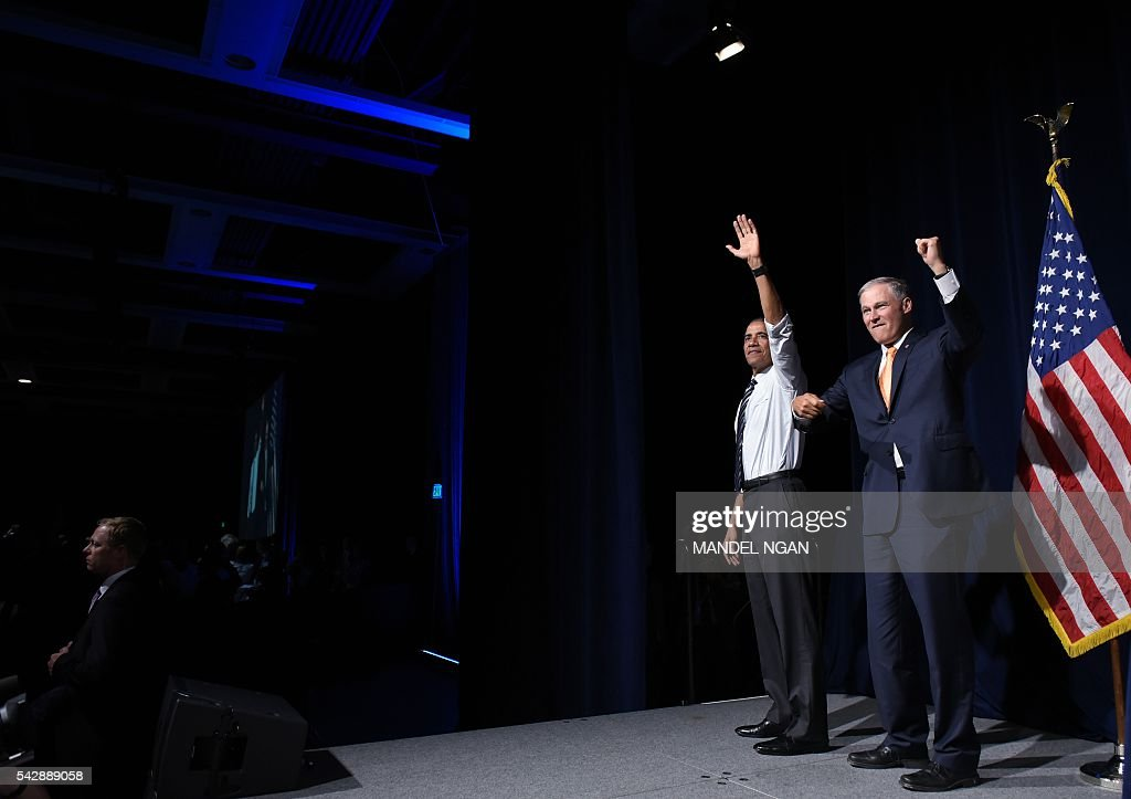 US President Barack Obama (L) and Washington Governor Jay Inslee (R) wave after Obama spoke at his fundraiser at the Washington State Convention Center in Seattle, Washington on June 24, 2016. / AFP / MANDEL