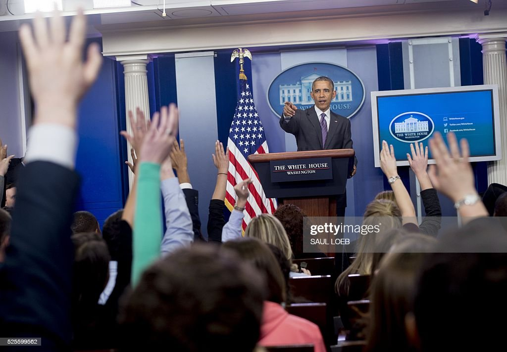 US President Barack Obama answers questions from college students during a briefing for student journalists in the Brady Press Briefing Room of the White House in Washington, DC, on April 28, 2016. / AFP / SAUL