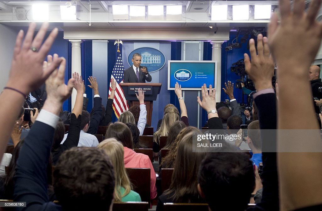 US President Barack Obama answers questions from college students during a briefing for student journalists in the Brady Press Briefing Room of the White House in Washington, DC, April 28, 2016. / AFP / SAUL