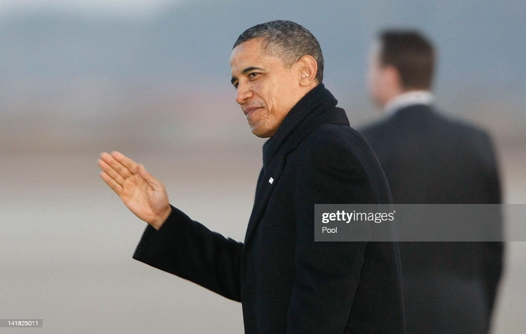 US President <a gi-track='captionPersonalityLinkClicked' href=/galleries/search?phrase=Barack+Obama&family=editorial&specificpeople=203260 ng-click='$event.stopPropagation()'>Barack Obama</a> arrives at Osan Air Base on March 25, 2012 in Osan, South Korea. World leaders gathered in Seoul to discuss preventing possible nuclear terrorism, recurrence of meltdowns of nuclear power plants, and to minimize nuclear material across the world.
