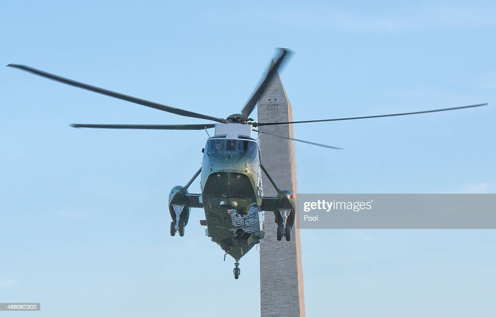 U.S. President Barack Obama arrives at the White House aboard Marine One March 29, 2015 in Washington, DC. The president was returning from a two-day trip to Palm City, Florida where he played golf. Photo by Ron Sachs-Pool via Getty Images)