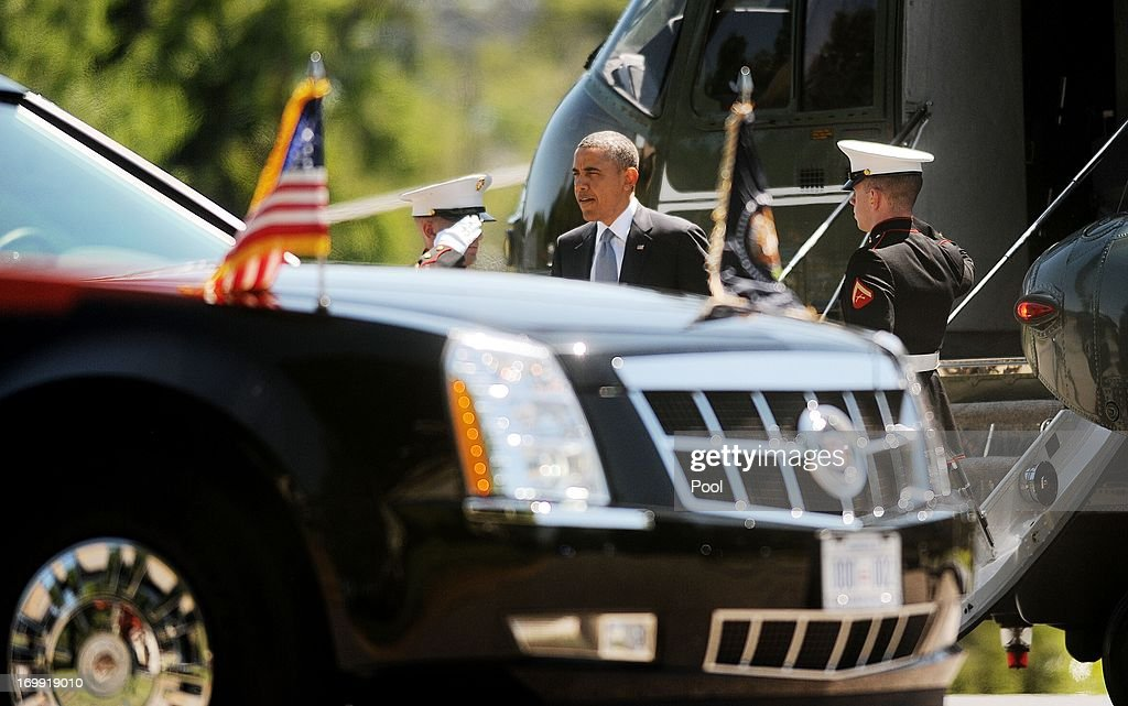 U.S. President <a gi-track='captionPersonalityLinkClicked' href=/galleries/search?phrase=Barack+Obama&family=editorial&specificpeople=203260 ng-click='$event.stopPropagation()'>Barack Obama</a> arrives at Walter Reed National Military Medical Center June 4 , 2013 in Bethesda, MD. Obama is visiting with to visit with wounded warriors and their family members.