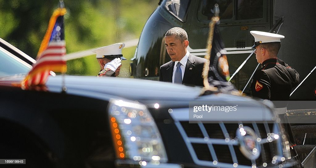 U.S. President <a gi-track='captionPersonalityLinkClicked' href=/galleries/search?phrase=Barack+Obama&family=editorial&specificpeople=203260 ng-click='$event.stopPropagation()'>Barack Obama</a> arrives at Walter Reed National Military Medical Center June 4 , 2013 in Bethesda, Maryland. Obama is visiting with to visit with wounded warriors and their family members.