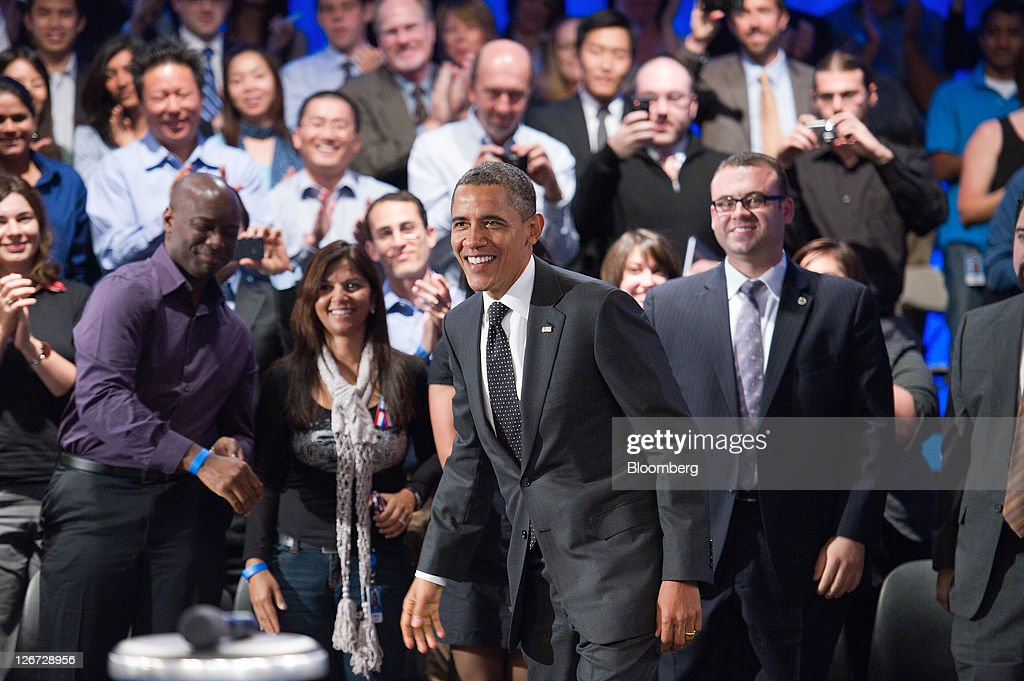 U.S. President <a gi-track='captionPersonalityLinkClicked' href=/galleries/search?phrase=Barack+Obama&family=editorial&specificpeople=203260 ng-click='$event.stopPropagation()'>Barack Obama</a> arrives for a town hall event sponsored by LinkedIn Corp. in Mountain View, California, U.S., on Monday, Sept. 26, 2011. Obama said his $447 billion jobs proposal will give the U.S. economy the 'jump start' it needs to revive job growth. Photographer: David Paul Morris/Bloomberg via Getty Images