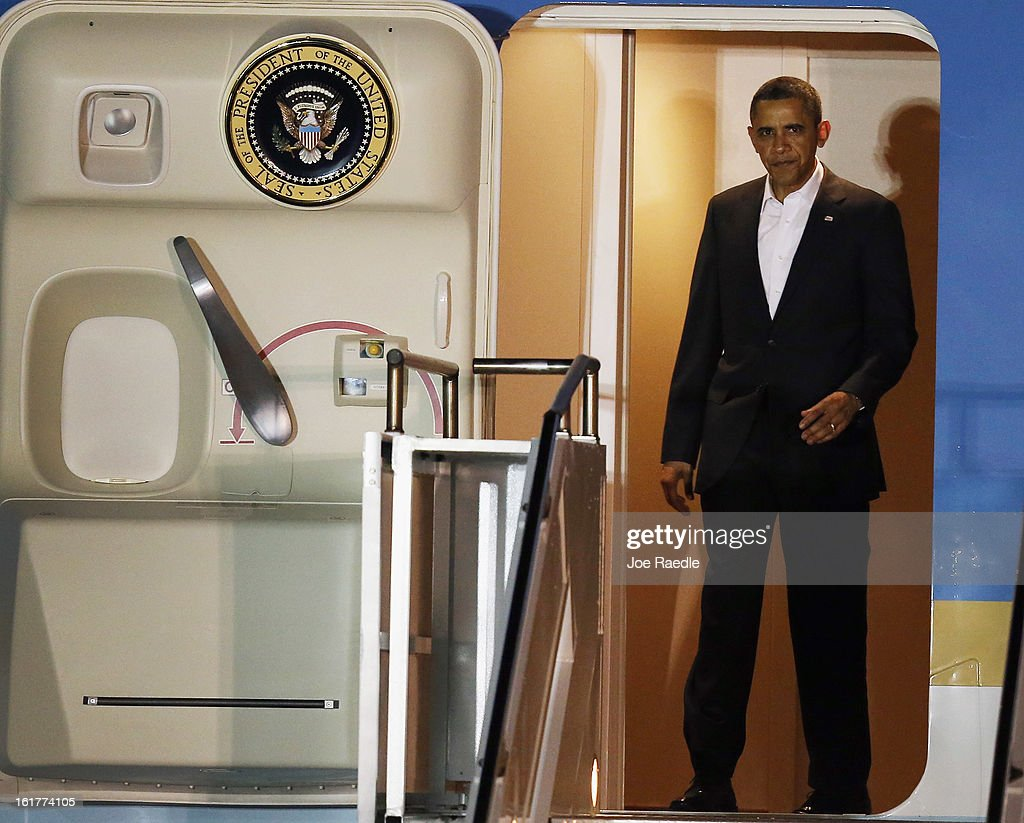 President <a gi-track='captionPersonalityLinkClicked' href=/galleries/search?phrase=Barack+Obama&family=editorial&specificpeople=203260 ng-click='$event.stopPropagation()'>Barack Obama</a> arrives in Air Force One at Palm Beach International Airport on February 15, 2013 in West Palm Beach, Florida. President Obama plans to spend the Presidents Day holiday weekend in the area.