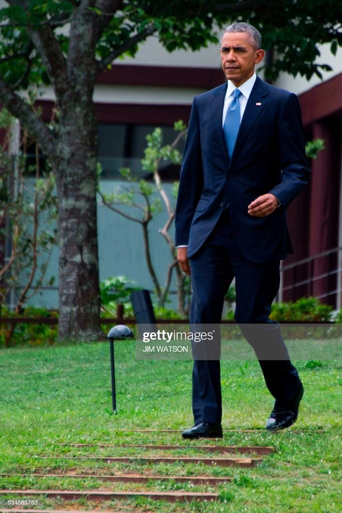 US President Barack Obama arrives last to the 'Outreach Session' family photo with other invited world leaders at the G7 Summit in Shima in Mie prefecture on May 27, 2016. A British secession from the European Union in next month's referendum could have disastrous economic consequences, G7 leaders warned on May 27 at the close of the summit in Japan. / AFP / POOL / JIM