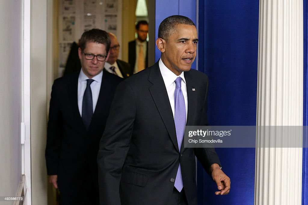 U.S. President Barack Obama (R) arrives to make a statement to the news media about the recent problems at the Veterans Affairs Department with White House Press Secretary Jay Carney in the Brady Press Briefing Room at the White House May 21, 2014 in Washington, DC. Obama continues to express his concern over reports from current and former Veterans Affairs employees that some veterans had died while waiting to receive care. Rob Nabors, a White House deputy chief of staff, was dispatched to investigate deaths allegedly connected to a Department of Veterans Affairs medical center in Phoenix, Arizona.