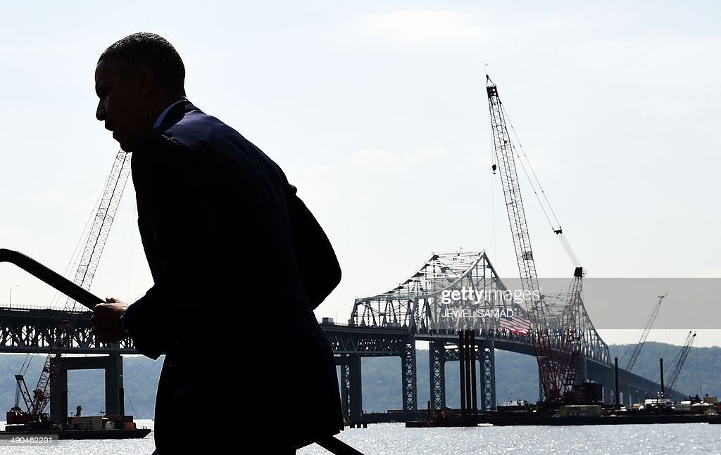 US President Barack Obama arrives to speak on the need for a '21st Century Transportation Infrastructure' in Tarrytown, New York, on May 14, 2014. AFP PHOTO/Jewel Samad