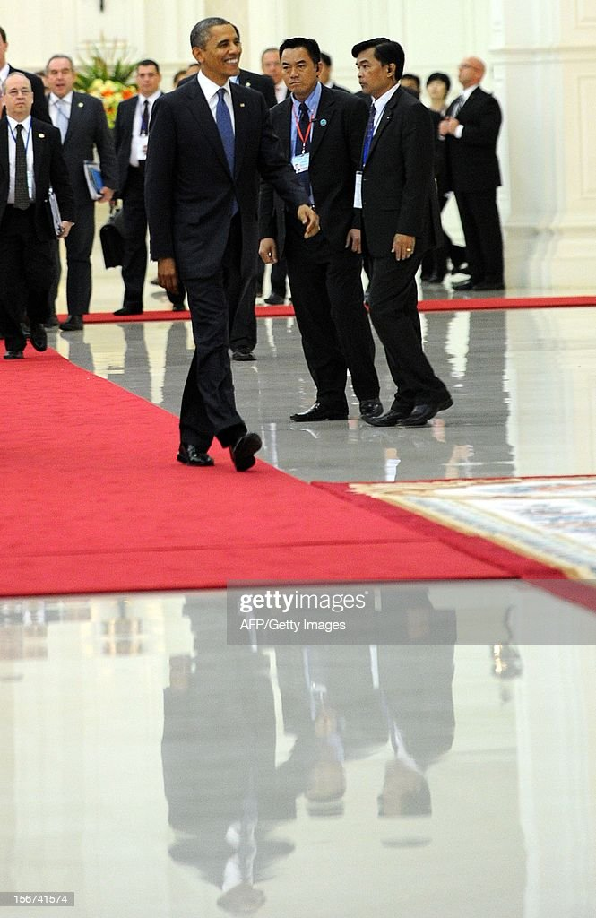 US President Barack Obama (C) attends a photo session at the Peace Palace in Phnom Penh on November 20, 2012. The Association of Southeast Asian Nations (ASEAN) nations were set to officially launch negotiations to create an enormous free trade pact with China, Japan, India, South Korea, Australia and New Zealand. AFP PHOTO / TANG CHHIN SOTHY