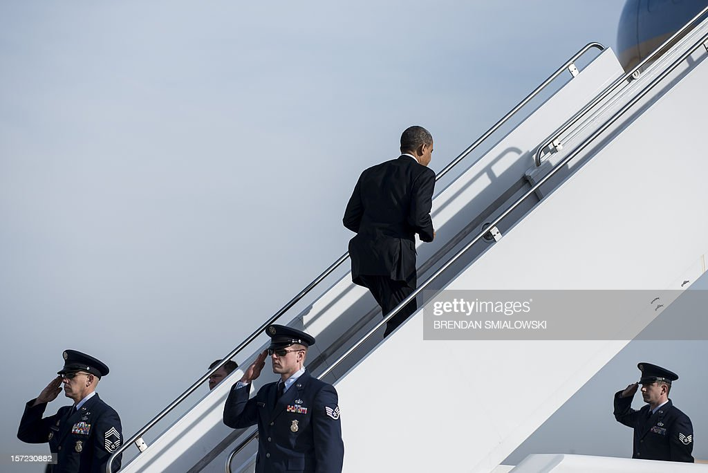 US President Barack Obama boards Air Force One at Andrews Air Force Base November 30, 2012 in Maryland. Obama is traveling to Pennsylvania for the day to visit a manufacturing plant and talk about the economy. AFP PHOTO/Brendan SMIALOWSKI