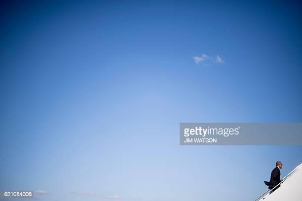 US President Barack Obama boards Air Force One at Andrews Air Force Base Maryland on November 4 2016 / AFP / JIM WATSON