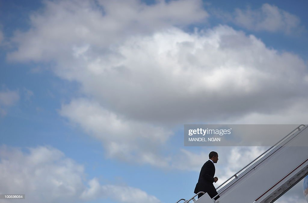 US President Barack Obama boards Air Force One on May 25, 2010 at Andrews Air Force Base in Maryland. Obama is heading to San Francisco to attend fundraisers for Senator Barbara Boxer and the Democratic Senatorial Campaign Committee. AFP PHOTO/Mandel NGAN