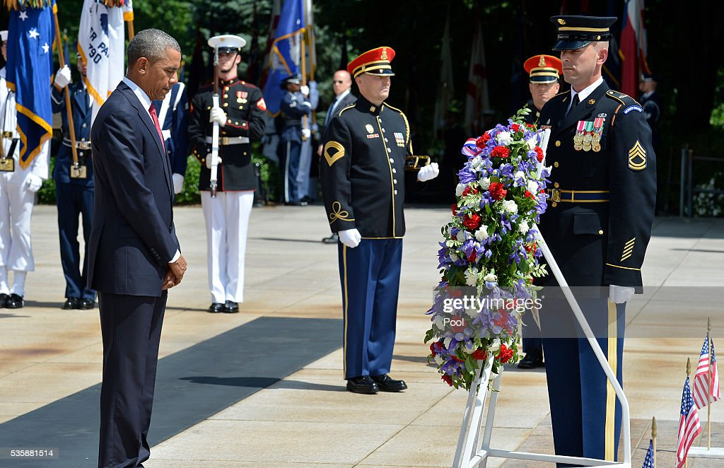 President Barack Obama bows his head in silence after laying a wreath at the Tomb of the Unknown Soldier at Arlington National Cemetery on May 30, 2016 in Arlington, Virginia. Obama paid tribute to the nation's fallen military service members.