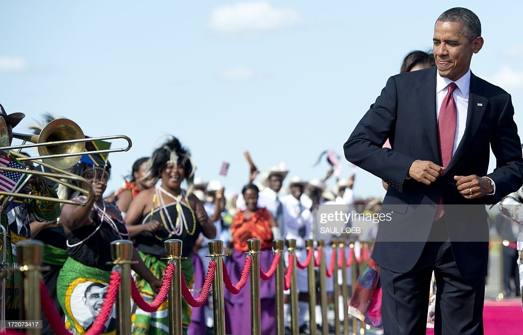 US President Barack Obama dances to music upon arrival on Air Force One at Julius Nyerere International Airport in Dar Es Salaam, Tanzania, on July 1, 2013. AFP PHOTO / Saul LOEB