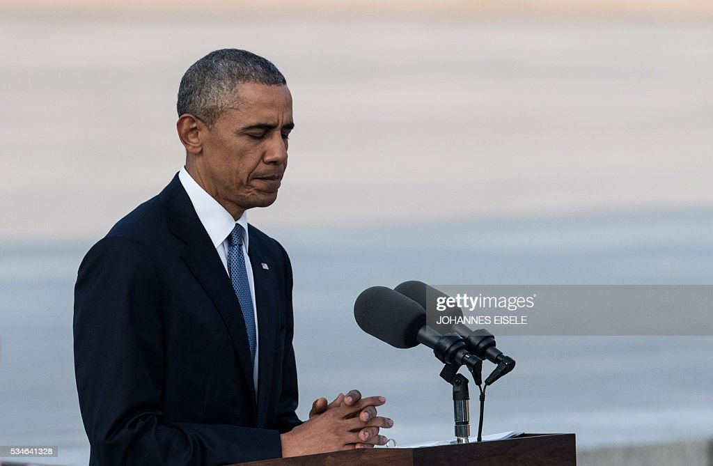 US President Barack Obama delivers a speech at the Hiroshima Peace Memorial park cenotaph in Hiroshima on May 27, 2016. Obama became the first sitting US leader to visit the site that ushered in the age of nuclear conflict. / AFP / JOHANNES