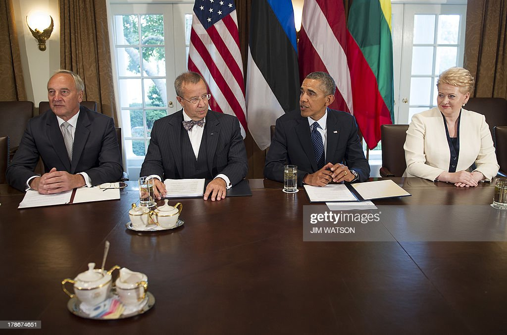 US President Barack Obama (2nd R) delivers a statement on Syria during a meeting with Latvia President Andris Berzins (L), Estonia President Toomas Hendrik Ilves (2nd L) and Lithuania's President Dalia Grybauskaite (R) at the White House in Washington, DC, August 30, 2013. Obama said Friday he had taken no 'final decision' on striking Syria but that the world could not accept the gassing of women and children. Calling Syria's alleged use of chemical weapons a threat to US national security, Obama said the response would be 'narrow' and 'limited.' AFP PHOTO/Jim WATSON