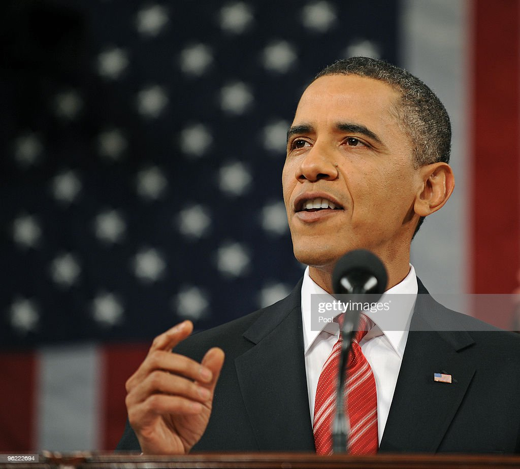How does Barack Obama deliver his speeches?