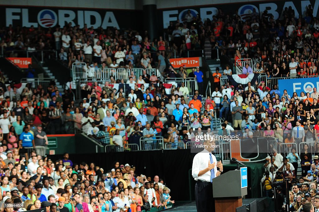 U.S. President <a gi-track='captionPersonalityLinkClicked' href=/galleries/search?phrase=Barack+Obama&family=editorial&specificpeople=203260 ng-click='$event.stopPropagation()'>Barack Obama</a> delivers remarks at a grassroots event at Bank United Center on October 11, 2012 in Miami, Florida.