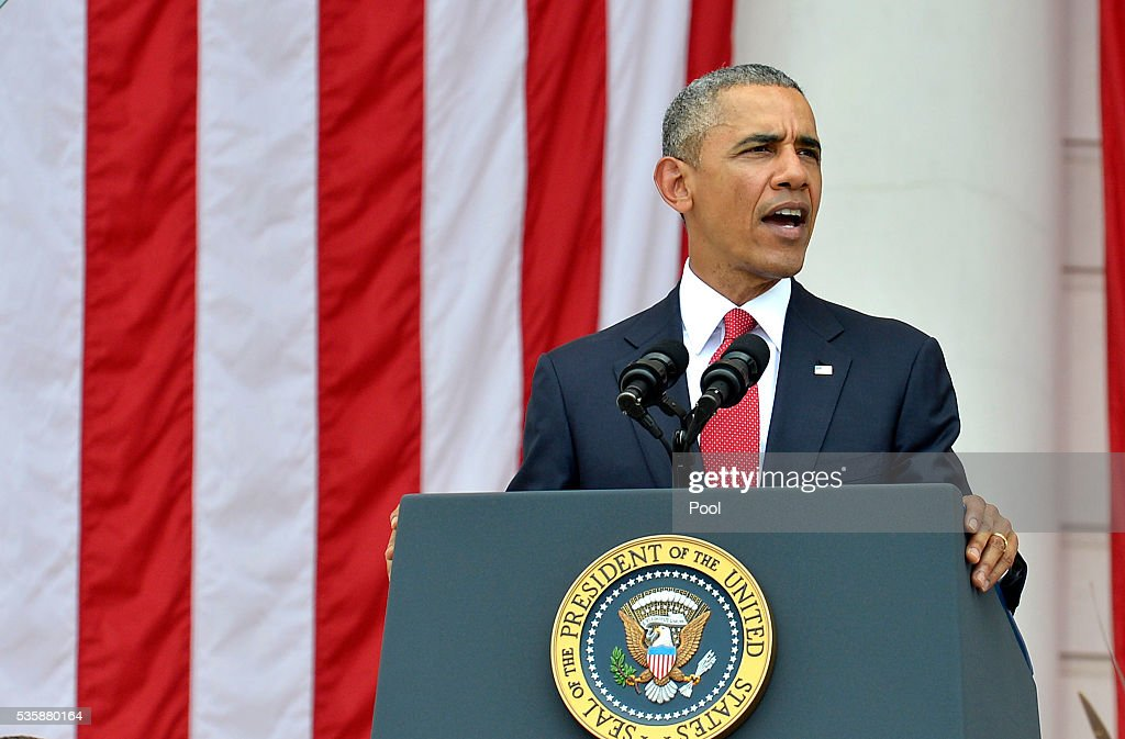 President <a gi-track='captionPersonalityLinkClicked' href=/galleries/search?phrase=Barack+Obama&family=editorial&specificpeople=203260 ng-click='$event.stopPropagation()'>Barack Obama</a> delivers remarks at the Amphitheater after laying a wreath at the Tomb of the Unknown Soldier at Arlington National Cemetery on May 30, 2016 in Arlington, Virginia. Obama paid tribute to the nation's fallen military service members.