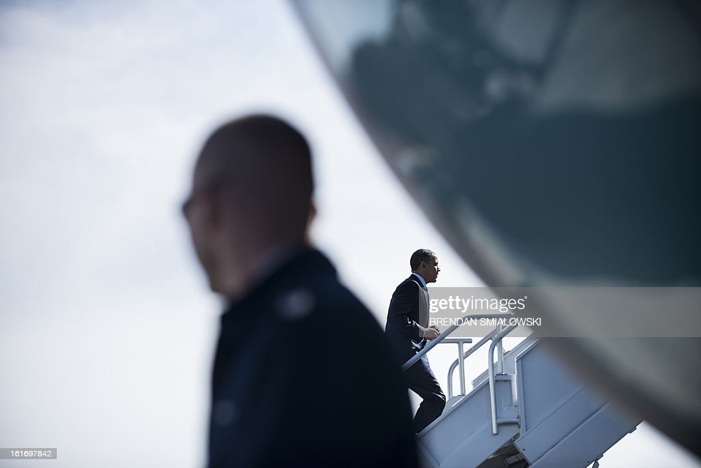 US President Barack Obama departs Dobbins Air Reserve Base February 14, 2013 in Decatur, Georgia. Obama traveled to Georgia to promote economic and educational initiatives he spoke about in this week's State of the Union. AFP PHOTO/Brendan SMIALOWSKI