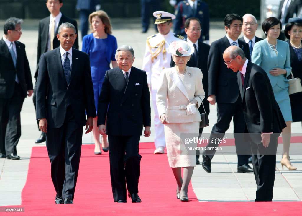 U.S. President <a gi-track='captionPersonalityLinkClicked' href=/galleries/search?phrase=Barack+Obama&family=editorial&specificpeople=203260 ng-click='$event.stopPropagation()'>Barack Obama</a> (L), Emperor of Japan Akihito (C), <a gi-track='captionPersonalityLinkClicked' href=/galleries/search?phrase=Empress+Michiko&family=editorial&specificpeople=158725 ng-click='$event.stopPropagation()'>Empress Michiko</a> (R) attend the welcoming ceremony at the Imperial Palace on April 24, 2014 in Tokyo, Japan. The U.S. President is on an Asian tour where he is due to visit Japan, South Korea, Malaysia and Philippines.