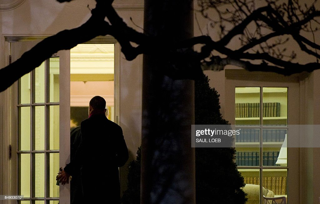 us president a gi trackcaptionpersonalitylinkclicked hrefgalleries us president barack obama enters the oval barack obama enters oval