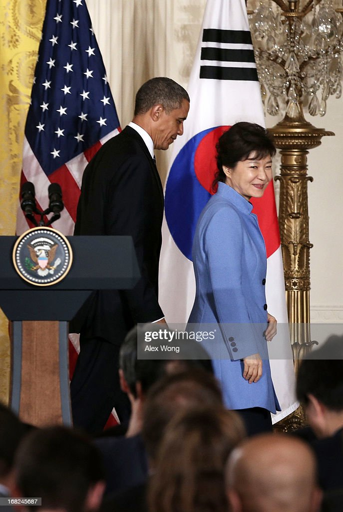 U.S. President <a gi-track='captionPersonalityLinkClicked' href=/galleries/search?phrase=Barack+Obama&family=editorial&specificpeople=203260 ng-click='$event.stopPropagation()'>Barack Obama</a> (L) escorts South Korean President <a gi-track='captionPersonalityLinkClicked' href=/galleries/search?phrase=Park+Geun-hye&family=editorial&specificpeople=603075 ng-click='$event.stopPropagation()'>Park Geun-hye</a> (L) after a news conference at the East Room of the White House May 7, 2013 in Washington, DC. President Park, South Korea's first female president, is on a visit in Washington and will address Congress tomorrow.