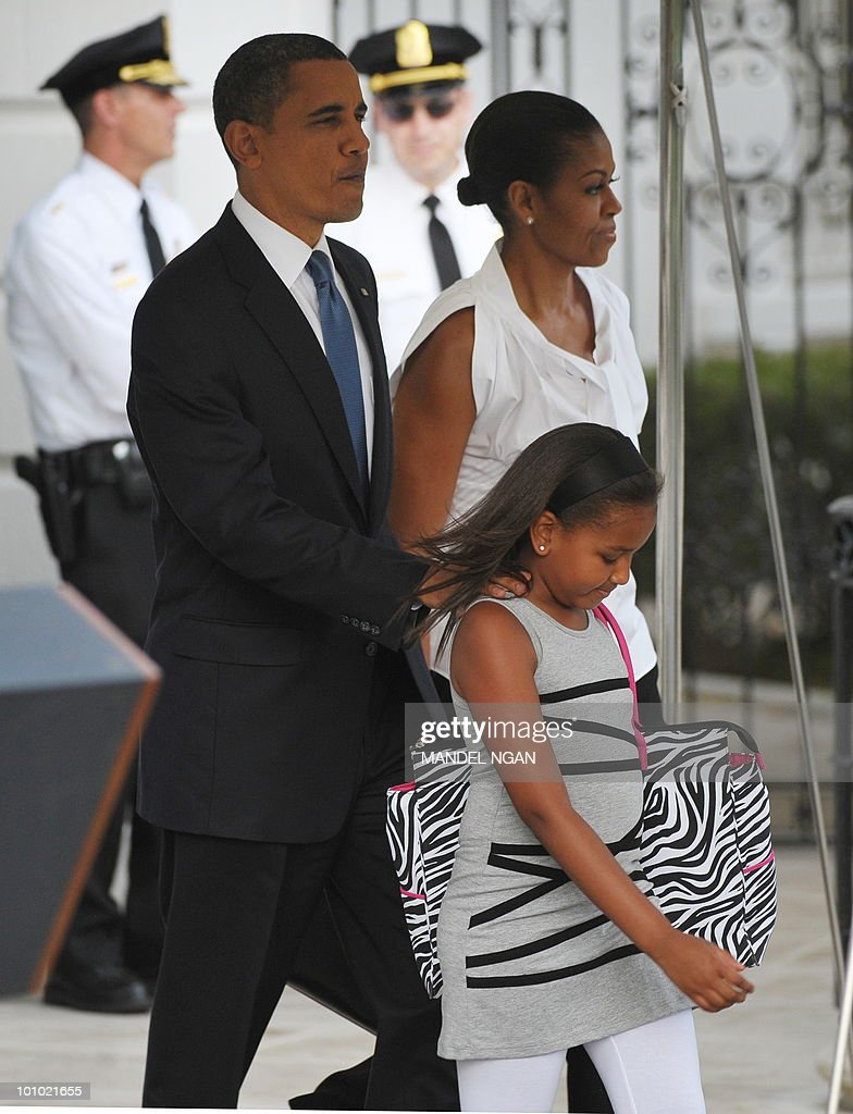 US President Barack Obama, First Lady Michelle and their daughter Sasha make their way to board Marine One May 27, 2010 on the South Lawn of the White House in Washington, DC. Obama and his family were heading to Chicago to spend the Memorial Day weekend. AFP PHOTO/Mandel NGAN