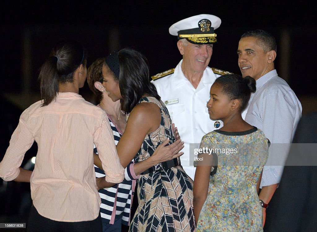 US President Barack Obama, First Lady Michelle Obama and disembarks Obama Air Force One with daughters Natasha and Malia at Joint Base Pearl Harbor-Hickam on December 22, 2012 in Honolulu, Hawaii. Hawaii. The president and his family spend the Christmas holiday in Hawaii, Obama's birthplace.