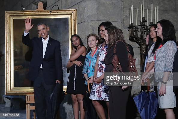 S President Barack Obama first lady Michelle Obama and their daughters Malia and Sasha stop to look at a painting of Abraham Lincoln in the Museum of...