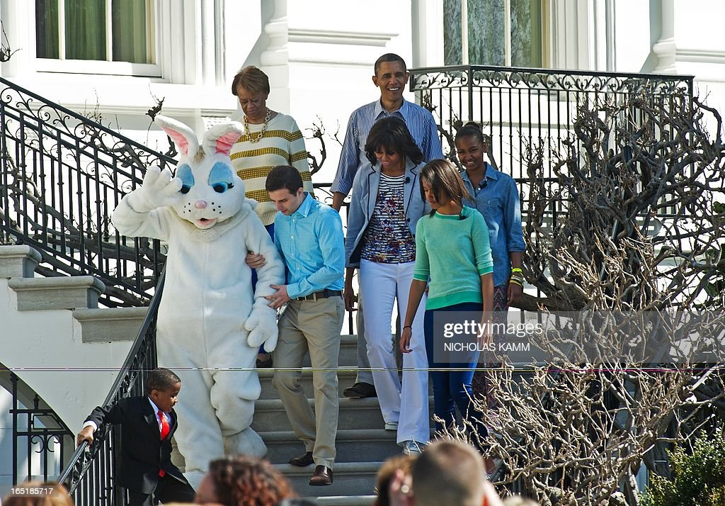 US President Barack Obama, First Lady Michelle Obama, daughters Sasha (R) and Malia (2nd L) and Michelle Obama's mother Marian Robinson (L) walk down the steps of the White House to the South Lawn to take part in the annual White House Easter Egg Roll in Washington on April 1, 2013. AFP PHOTO/Nicholas KAMM
