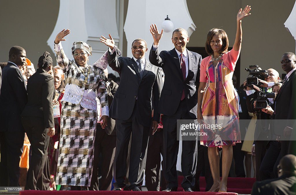 President Barack Obama (2nd R), First Lady Michelle Obama (R), Tanzanian President Jakaya Kikwete (2nd L) and Tanzanian First Lady Mama Salma Kikwete (L) wave to the crowd as they participate in an arrival ceremony at the State House in Dar es Salaam, Tanzania, on July 1, 2013. AFP PHOTO/JIM WATSON