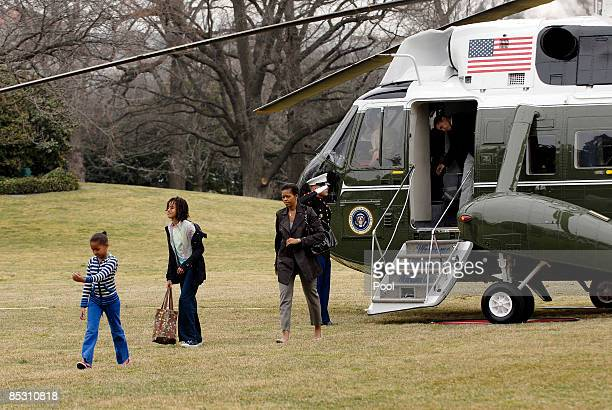 US President Barack Obama first lady Michelle Obama tenyearold Malia Obama and sevenyearold Sasha Obama return from Camp David aboard Marine One on...