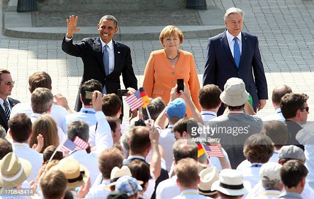 US President Barack Obama German Chancellor Angela Merkel and Berlin Mayor Klaus Wowereit arrive at the Brandenburg Gate on June 19 2013 in Berlin...
