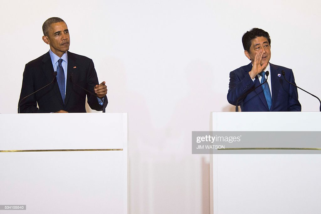 US President Barack Obama(L) gestures after a bilateral meeting with Japanese Prime Minister Shinzo Abe during the Group of Seven (G7) summit meetings in Shima on May 25, 2016. / AFP / JIM